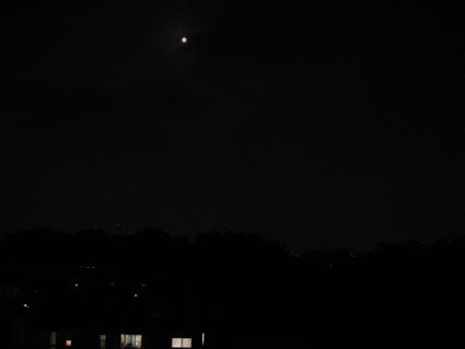 アジトベランダのむこうの満月